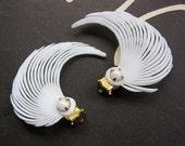 Vintage White Feather Earrings - 1950s - Soft Plastic - Clip On Earrings Still on Card - Deadstock - VLV