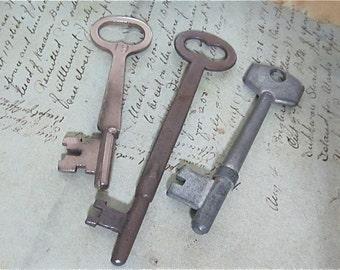 Skeleton Keys - Vintage Antique keys-  Barrel keys- Steampunk - Altered art s24