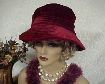 """Pretty Cranberry new Vintage cloche hat with """"Betmar"""" designer label- new tag- fits 23 inches"""