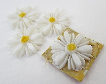 Vintage Flower Cabochon White Daisy Yellow Painted Carved Effect Japan 20mm pcb0307 (4)