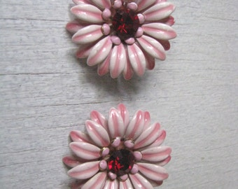 Vintage BED clip on clip back pink flower earrings w ruby centers