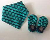 FREE SHIPPING - Designer Baby Vegan Sherpa Booties Slippers Soft Sole Crib Fabric Shoes and Drool Bib Bandana Bibdana Set - Tiny Trucks Turq