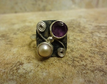 Sterling Silver Faceted Amethyst and Champayne Pearl Ring - Size 10