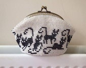 Cats beaded coin purse - Crochet coin purse/ Cosmetic bag/ Wallet / Kiss lock purse/ Metal frame/ Accessorizes