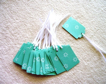 30 - PRESTRUNG -  Green Daisy  Cardstock Tags  - Free Secondary Shipping