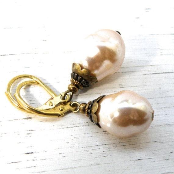 Glass Pearl earrings, pearl earrings, vintage pearl earrings, traditional earrings, retro pearls, gift for her