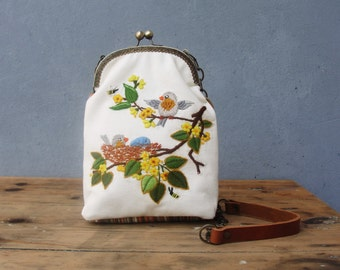Woodland Bird Bag Vintage Embroidery, Linen, Kiss-lock