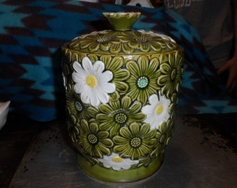 Green Majolica Ceramic  Canister w Lid Cookie Jar  w  White daisy flowers on Sale