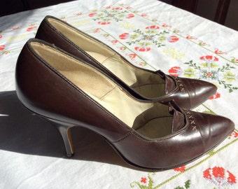 Vintage 1950's Brown Leather Fashion Corner Pumps- 6