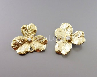 2 single leaf clover jewelry connectors, matte gold leaf charms with CZ findings / flower jewelry supplies 1973-MG (matte gold, 2 pieces)
