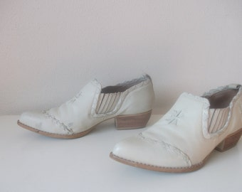 White Leather Western Nine West 80s Shooties, Size 6.5