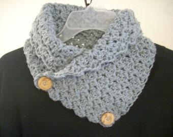 Crocheted neck warmer-gray