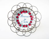 French vintage tiny PLATE⎮MOM I love you⎮red roses decor wired frame⎮mom mummy mother's day gift⎮mid century modern retro