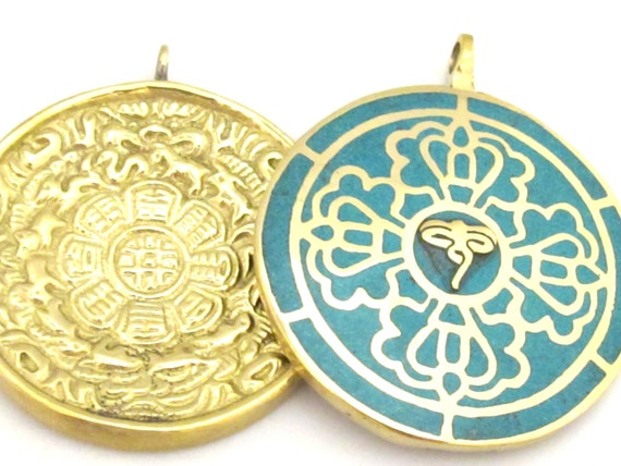 1 Pendant - Reversible solid brass Tibetan calendar pendant with Buddha eye and double dorje design inlaid with turquoise - PM311