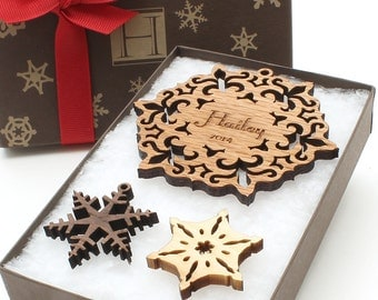 Personalized Wooden Snowflake Ornament & Custom Monogram Gift Box . Timber Green Woods