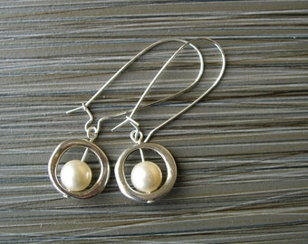 Modern Wedding Jewelry - Bridesmaid Gift, Bridal Pearl Earrings, Sterling Silver, Ivory, June Birthstone, Customizable, Bridesmaids Gift