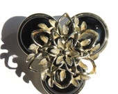 1980s Assemblage Brooch Black Flower Pin (7KBX)