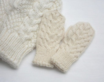 Reserved hand knitted children mittens
