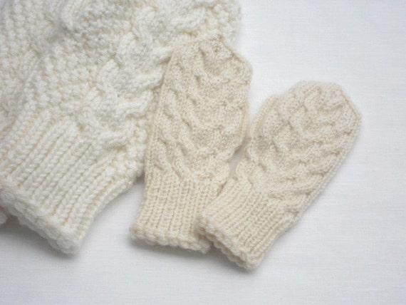 kleinkindes f ustlinge elfenbein kind handschuhe stricken. Black Bedroom Furniture Sets. Home Design Ideas