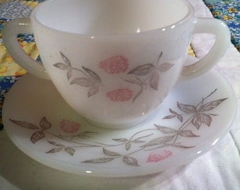Vintage Pink Clover Pattern 2 Piece Tea Cup Set by Federal Glass Made in The USA