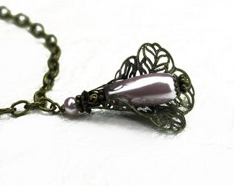 Pale Lavender Teardrop Glass Pearl and Filigree Pendant Necklace - Vintage Style - Romantic - Purple - Violet