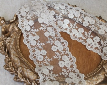 Very cute ivory color  embroidered   lace  1   yard listing