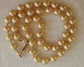 VINTAGE CHAMPAGNE PEARLS Retro Strand Pearl Necklace Lustrous Faux Simulated Pearls Gold Safety Clasp Chic Pearl Necklace Classic Jewelry