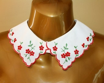Embroidered Collar 1950s Peter Pan Red Flowers