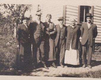 Vintage Photo - One Happy Family, Vernacular, Ephemera, Snapshots (NNN)