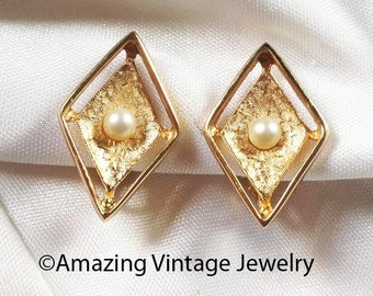 Sarah Coventry DEBUTANTE Earrings * Vintage 1962 * SALE 2.50 * Faux Pearl-Goldtone