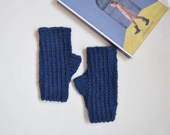 Fingerless gloves in navy blue wool, knit mittens for women
