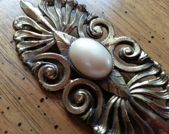 Vintage Gold Tone Metal Brooch Pin with Faux Pearl Oval Center