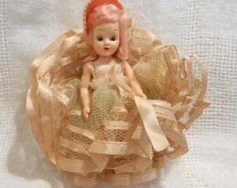 "Strawberry BLOND GIRLIE DOLL, Pastel Ruffled Net & Ribbon Dress, Pink Felt Bonnet White Shoes, Vintage 1950s Plastic, Moving Arms Eyes 6"""
