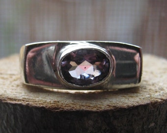 Vintage RETRO Sterling Silver Ladies Womens Ring with Amethyst Color Lab Created Stone Size 6 1/2