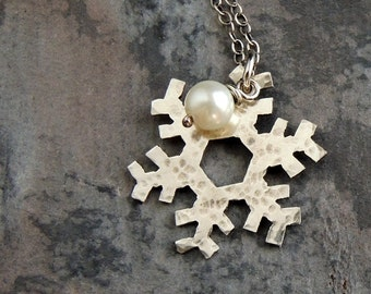 Silver Snowflake Necklace - Holiday Jewelry - Winter Necklace - Christmas Gift - Nature Inspired