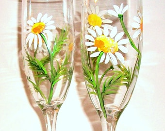 White Daisies Hand Painted Wedding Glasses Champagne Flutes 2- 6 oz Wedding Toasting Flutes White Daisy Personalization Spring Wedding