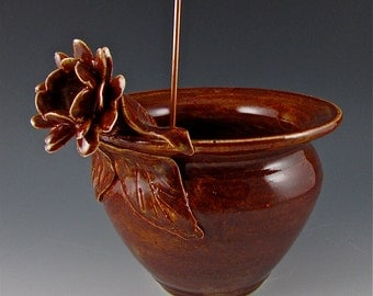 Chestnut Brown Daffodil Thread Pot