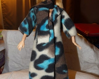 Fleece coat in bright blue, black & tan Leopard with a scarf and headband for Fashion Dolls - ed667