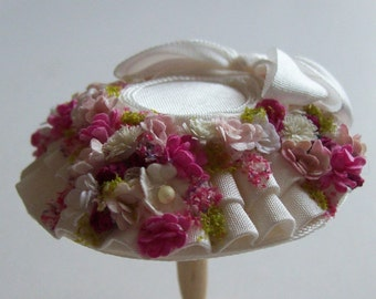 A beautiful 1/12 dollshouse handmade miniature ivory silk hat