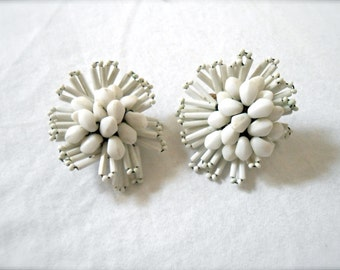 1950s Vintage White Bead & Wire Earrings Circular Geometric Clip On 50s Ivory