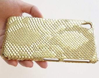 Elegant Sony Ericsson Xperia Z2 Gold Snake Cell Phone Bling Hard Case Cover