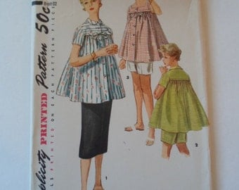 Vintage  1950s Simplicity women's  maternity  short sleeve flyaway top skirt and shorts sewing pattern