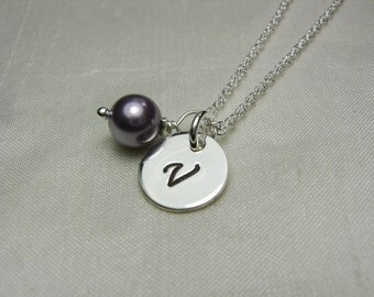 Personalized Bridesmaids Gifts Set of 8 Initial Bridesmaid Jewelry Purple Pearl Bridesmaid Necklace Bridal Party Gifts Wedding Jewelry