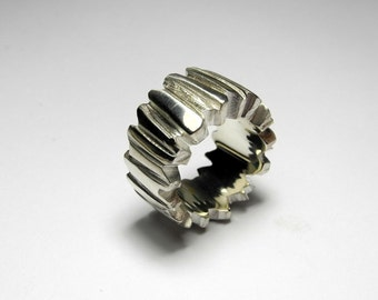Deeply grooved sterling silver ring
