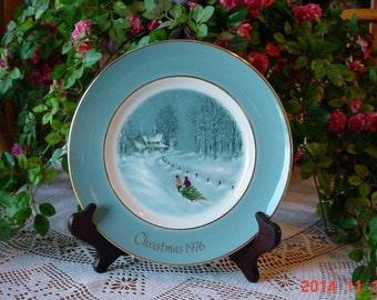 AVON Vintage 1976 Christmas Plate - Bringing Home the Tree - Enoch Wedgwood England