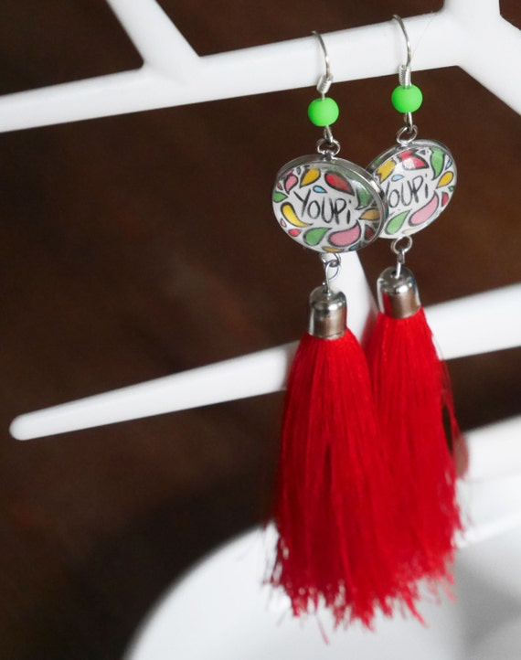 grandes boucles d 39 oreille youpi et pompom rouge. Black Bedroom Furniture Sets. Home Design Ideas