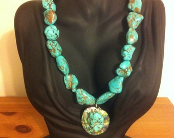 Gorgeous turqouise necklace w/ large Abolone shell