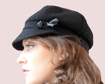 City Tour Slouchy Newsboy Cap, Casual Newsgirl Hat, Beanie with Visor Front in Black Cashmere Blend Knit with Flower Trim