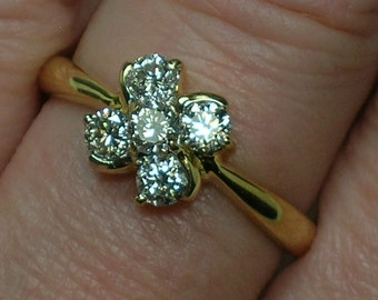 Daisy Cluster Diamond Ring, 18K Yellow Gold Floral, Retro 1990s. Size 7 1/2