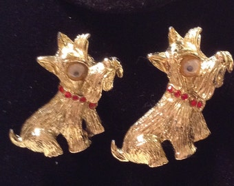 Vintage 1960s 60s Pair Goldtone Scotty Dog Pins / Brooches / Googly / Wiggle Eyes / Red Rhinestone Collar